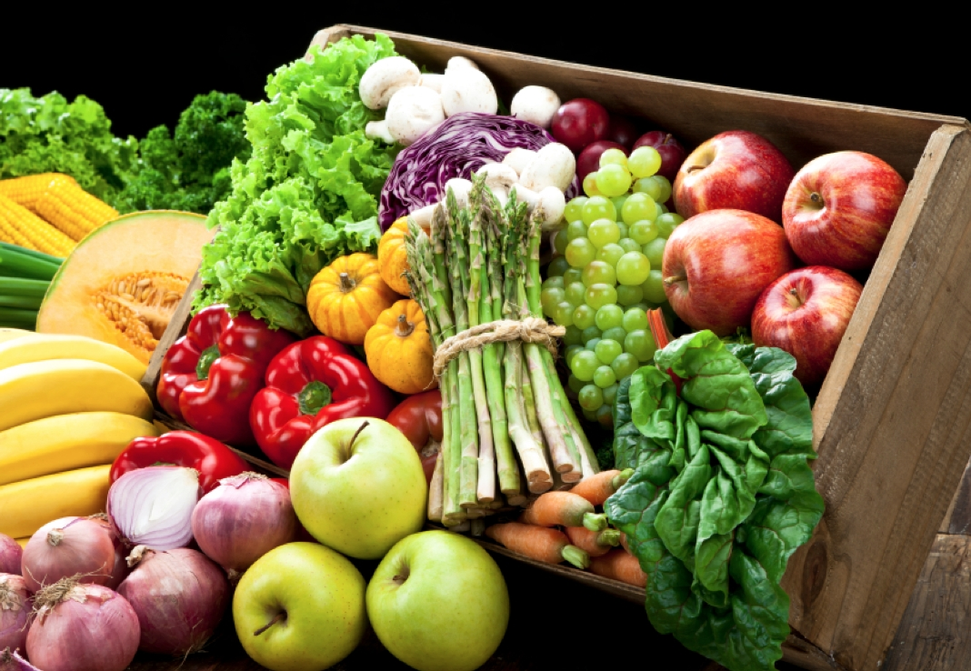 Fruits_Vegetables_983361007.jpg